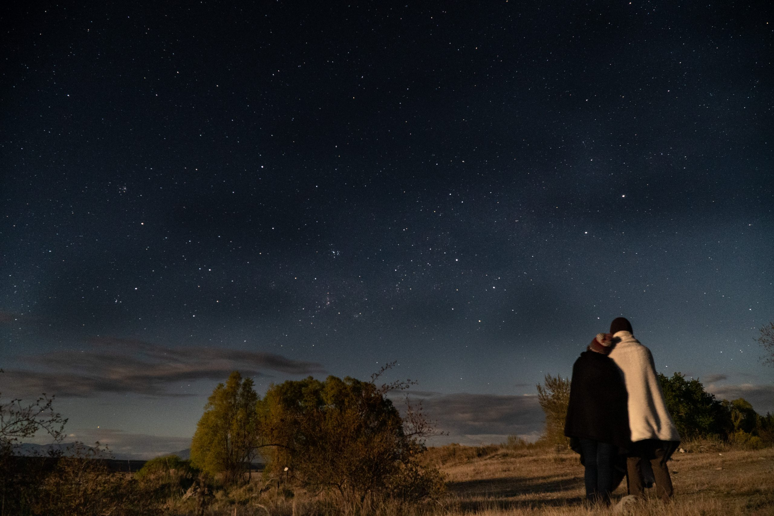Couple stargazing in Aoraki Mckenzie Dark Sky Reserve in New Zealand